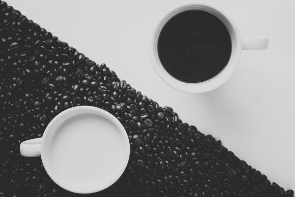 Baltais un melnais