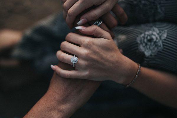 Kā atpazīt mīlestību savstarpējās attiecībās?
