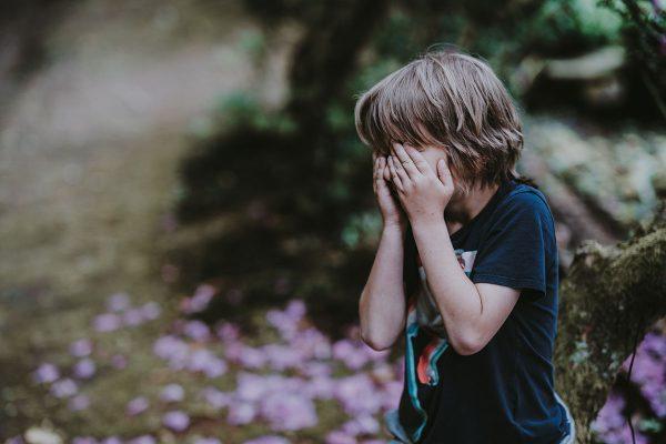 Kā vardarbība bērnībā ietekmē pieauguša cilvēka veselību un dzīvi
