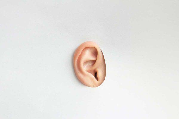 Sērs, kas pasargā ausis